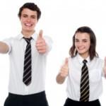 Dos ensayos sobre el uso de uniforme escolar en la secundaria.